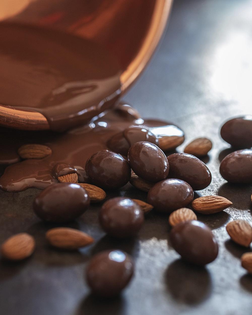 Almonds+-+MIlk+Chocolate++%283%29.jpg