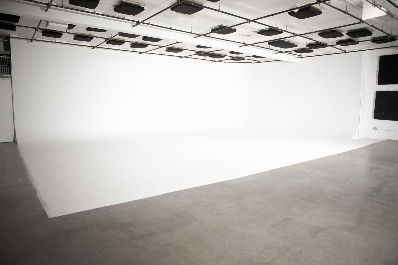 cyclorama-photo-studio-film-stage-rental-brooklyn-nyc-1500x1000.jpg