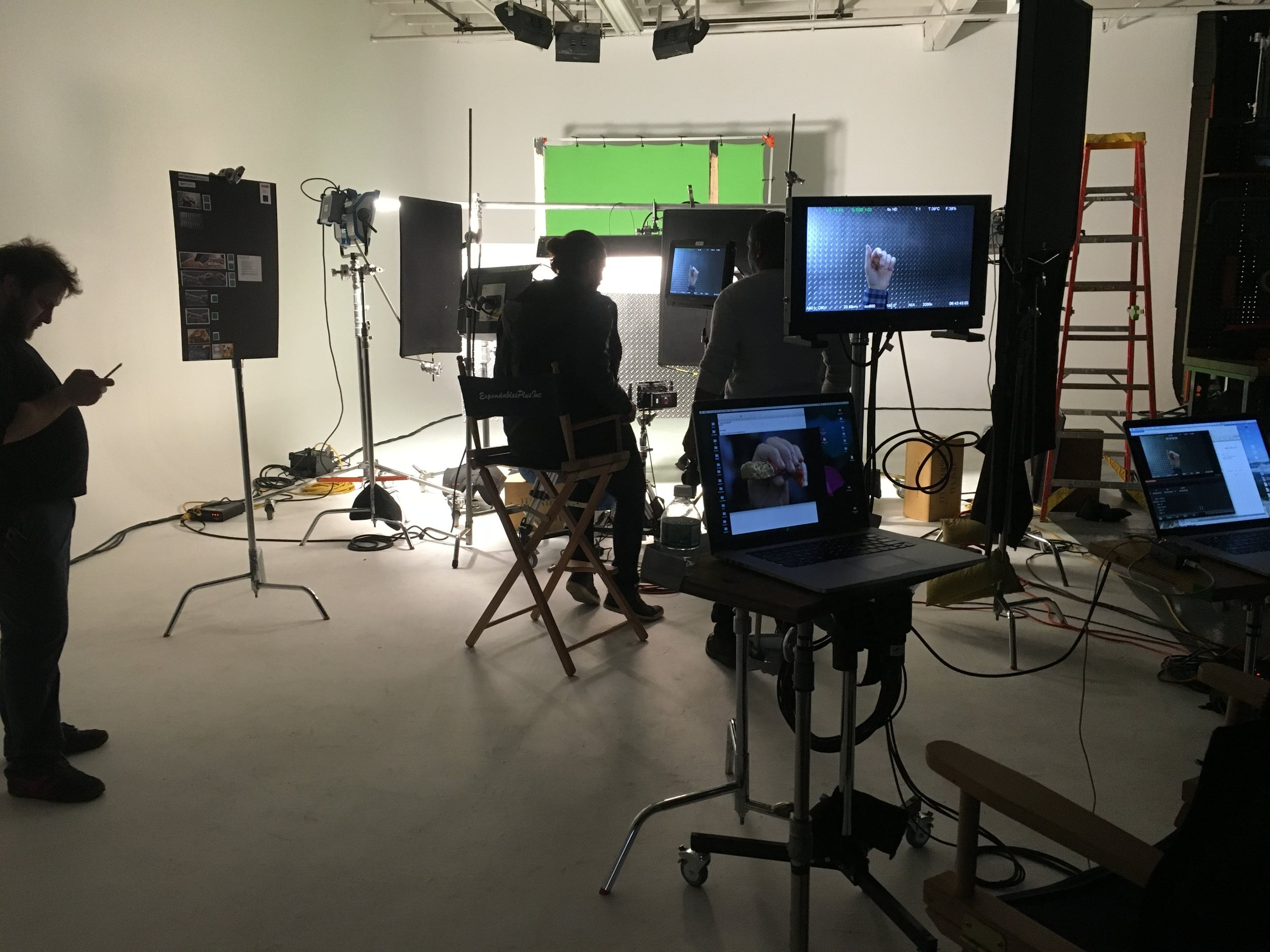 beelectricstudios-commercialshoot-thisandthat-payday.jpg