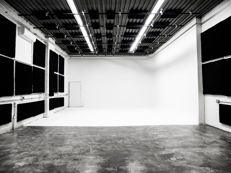 be-electric-soundstage-cyc-studio-1.jpg