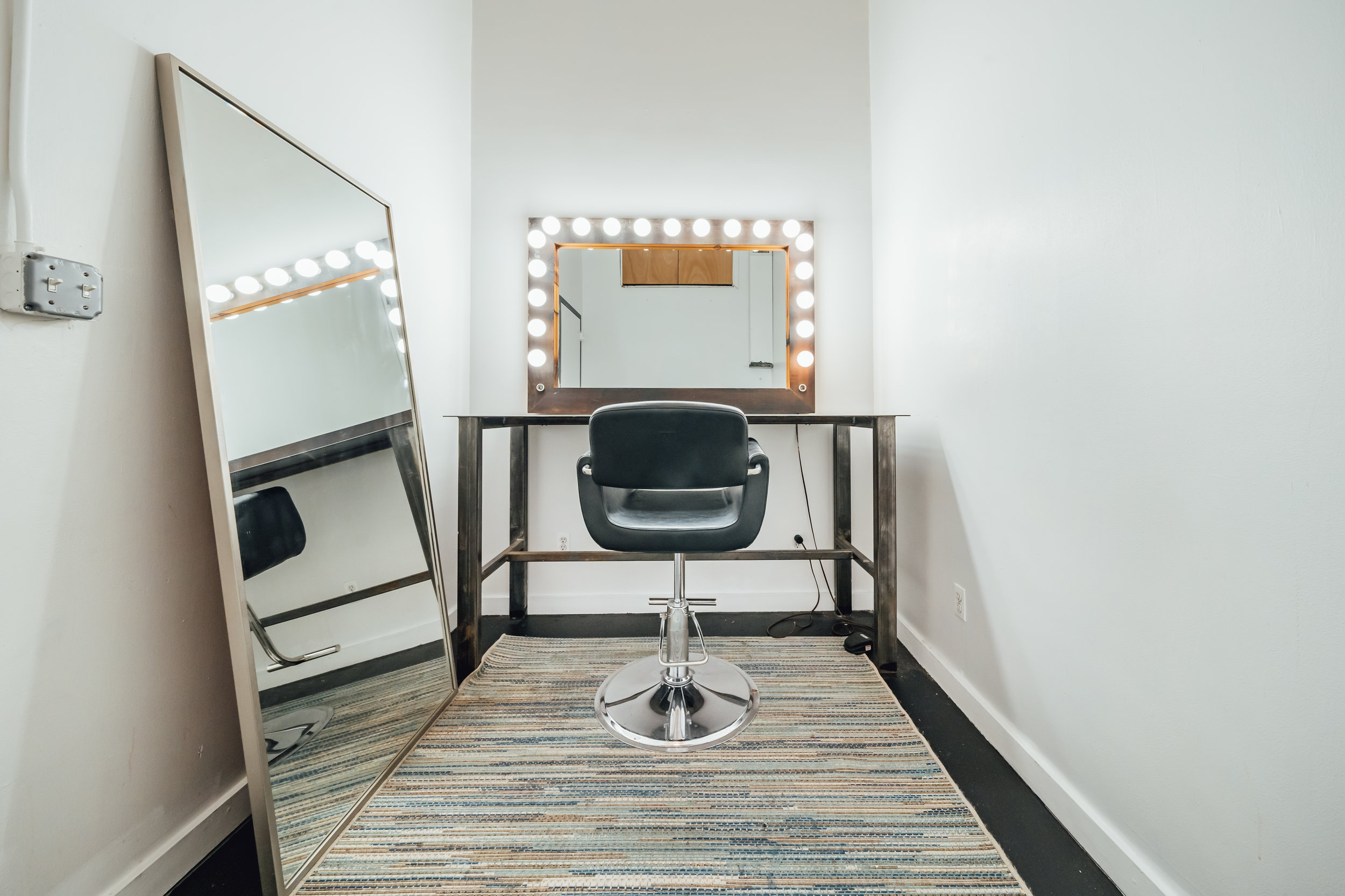 Hair and Makeup Room 2-01.jpg
