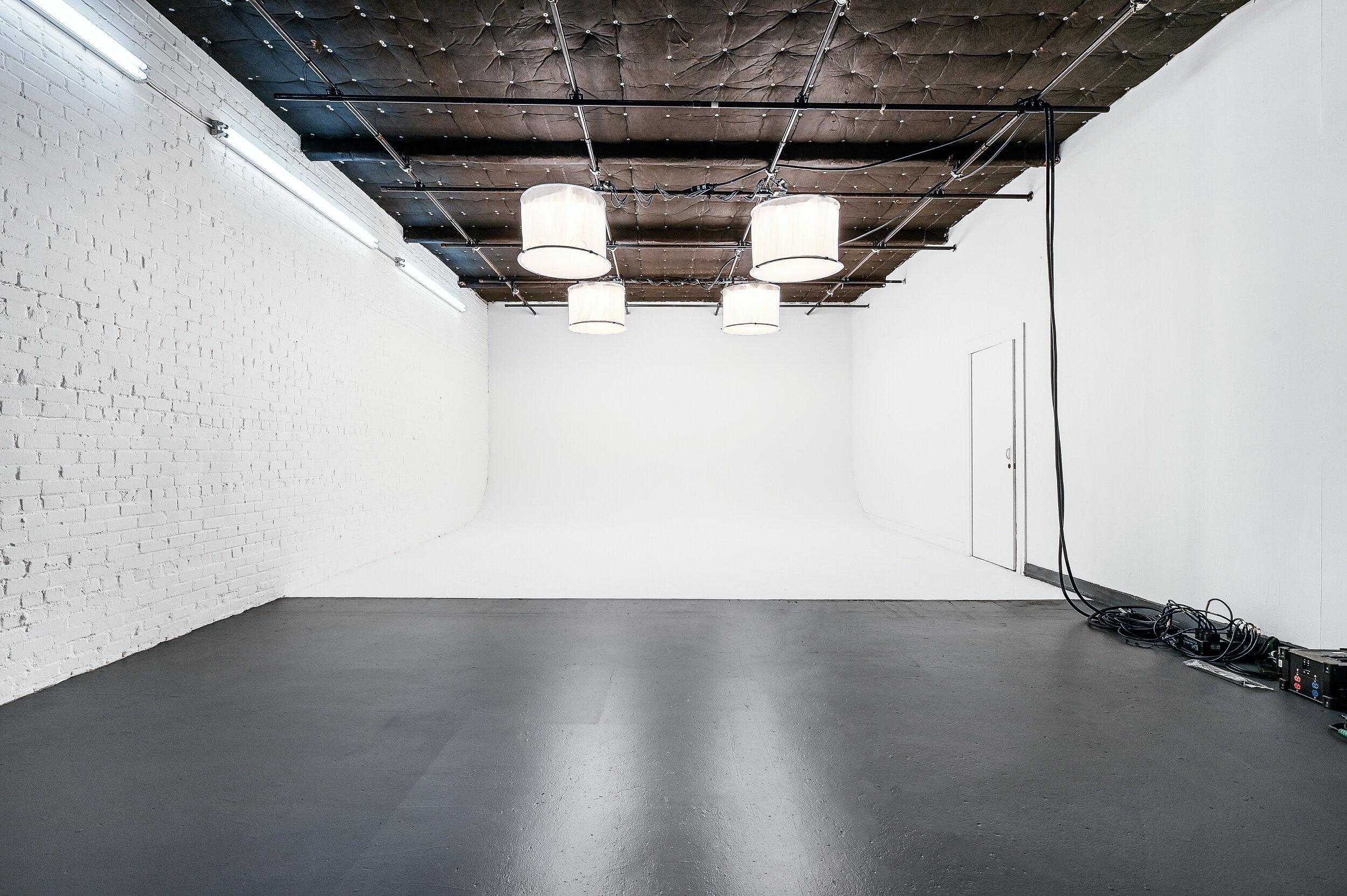 9号演播室设施:5000平方英尺演播室:1189平方英尺