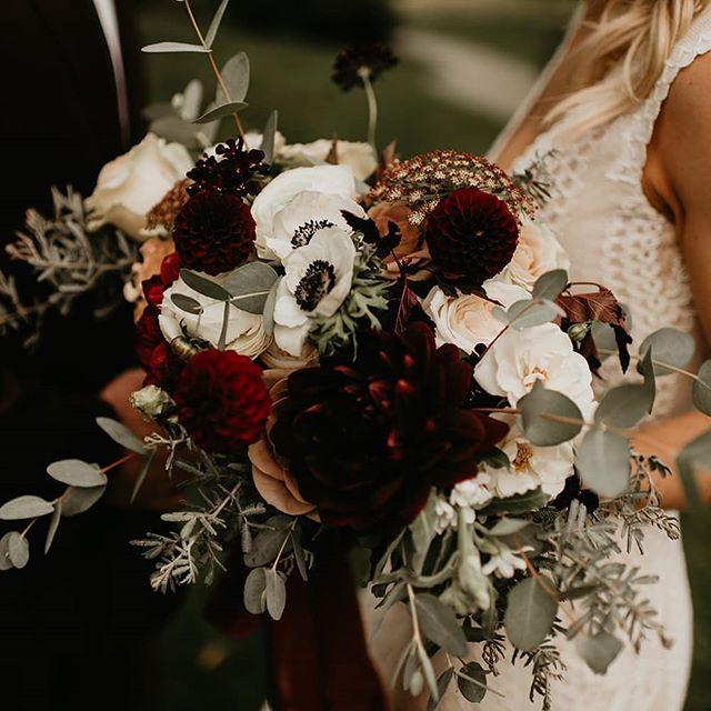 I suppose losing summer isn't so bad if we get to see colors like these! @kamrafullerphotography @leighandmitchell @willowslodgewa . . #pnwwedding #weddingbouquets #marsala #fallbouquet #seattlewedding #thebigfakeweddingseattle