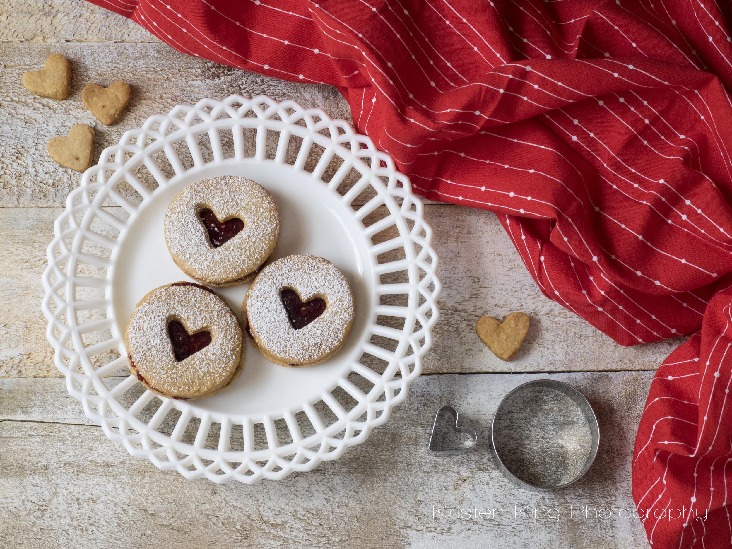 christmas linzer cookies overhead_PC220005.jpg