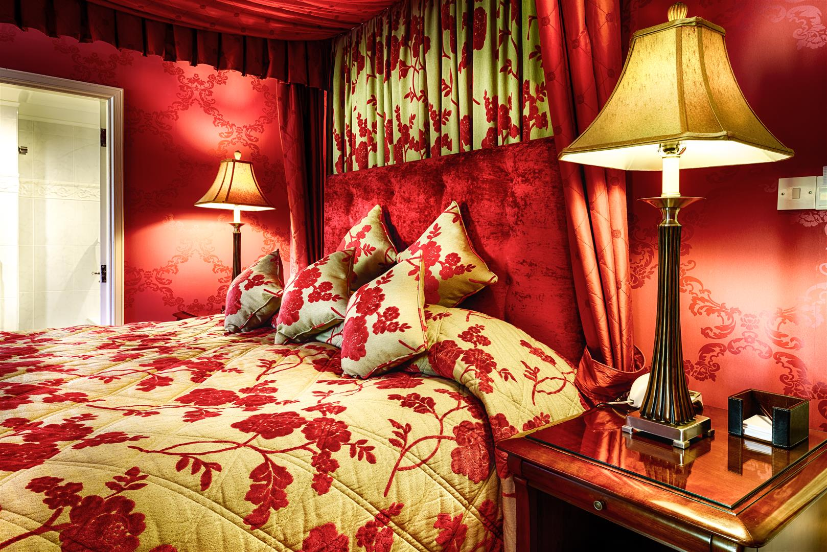 Superior Luxury Accommodation with Four Poster Bed
