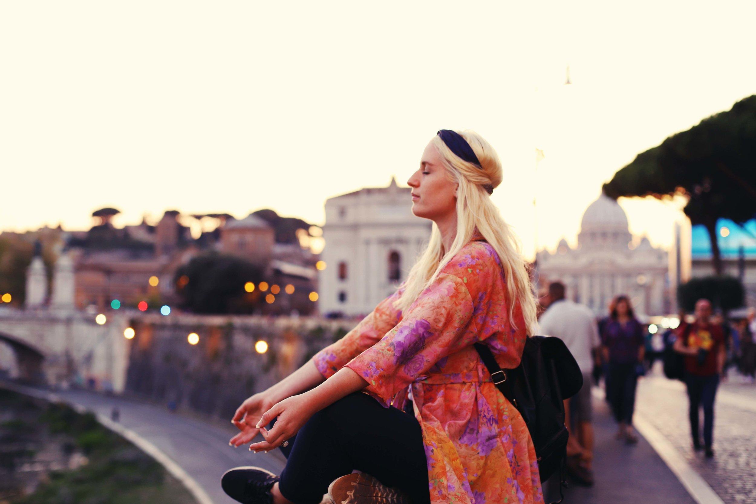 kundalini yoga meditation essens essensprogram online selvværd intuition stråle magisk spiritualitet sjæl krop sind mantra Nickoline Camille