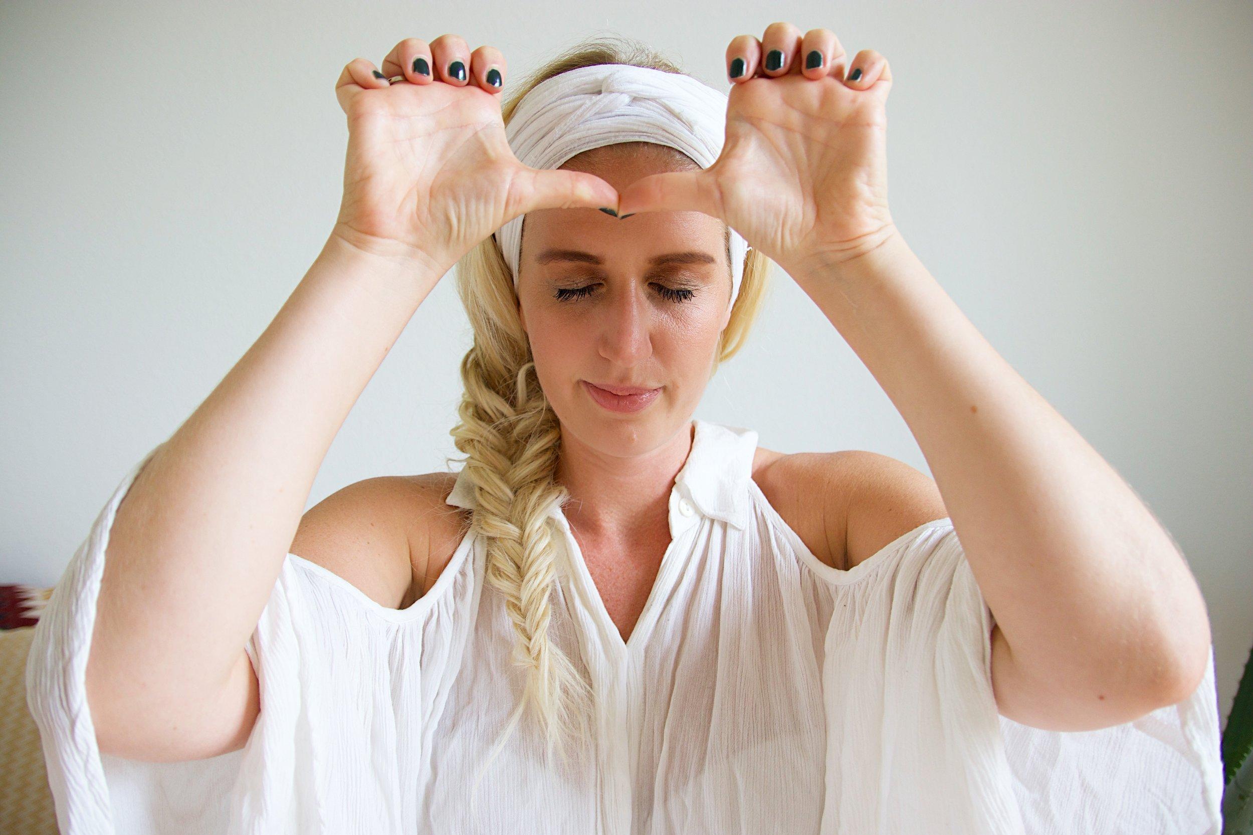 kundalini yoga nickoline camille mantra meditation essens selvværd magnetisme drømme