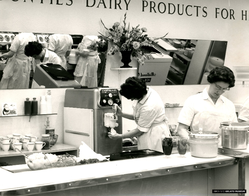 Gelateria_with_Carpigiani_Singola_soft_serve_machine_1960s_30051.jpg