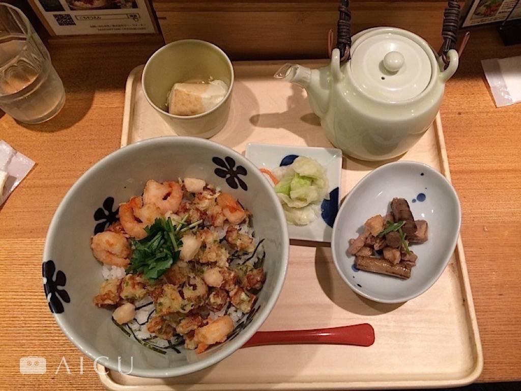 小海老、小柱,高湯中帶著酥脆,經典口味。