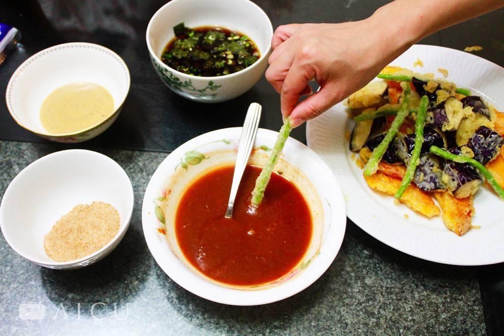 保師傅還有各種沾醬,可以搭配變化炸物口味。