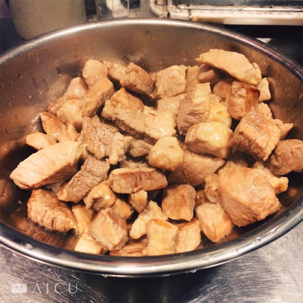 煎好就先放在調理碗中,不怕油不怕熱。