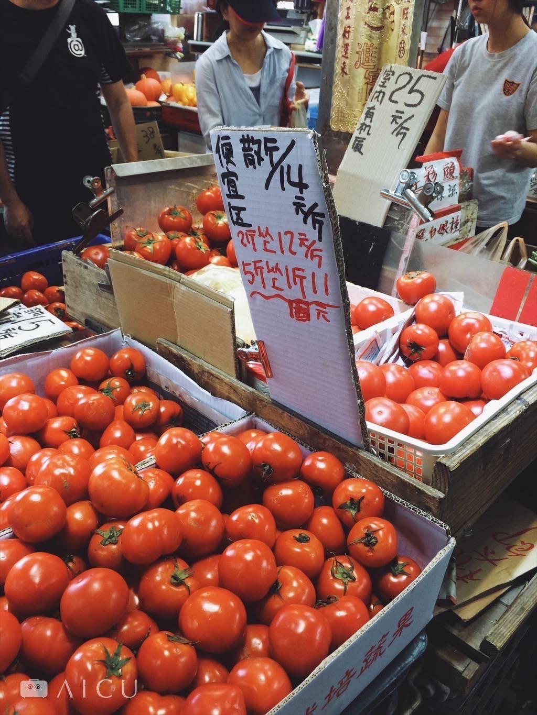 前方為一斤15元,後有溫室種植一斤25(過沒多久就變成一斤30元了)。