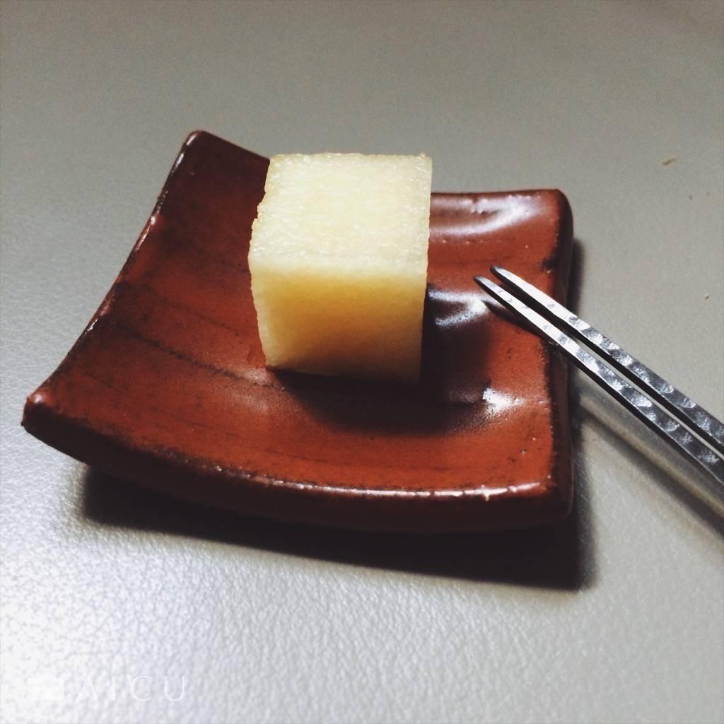 吃來細緻綿密,不像傳統鳳梨超車似的甜,也沒有土鳳梨明顯的酸,味道中間,酸味在後。