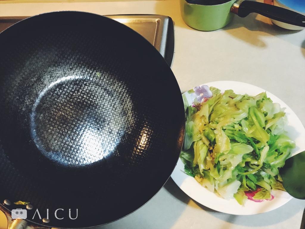 每使用一次就是保養一次 - 神器鐵鍋不用擔心清洗,只要越用它就越好。