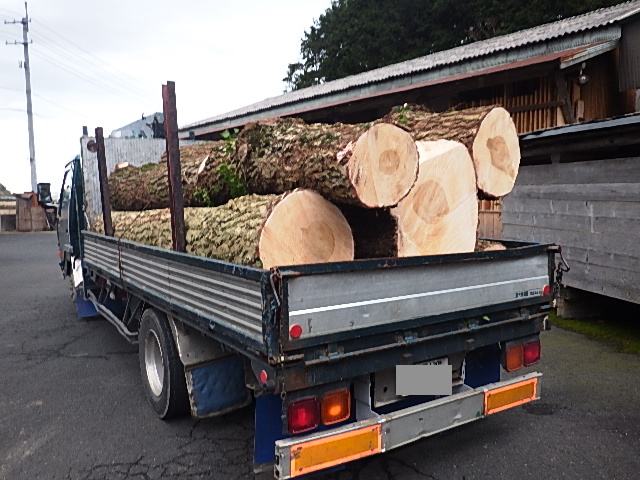 是從具有日本杉林伐採許可的原木場所取得,日本在林業管理均有嚴格規定。