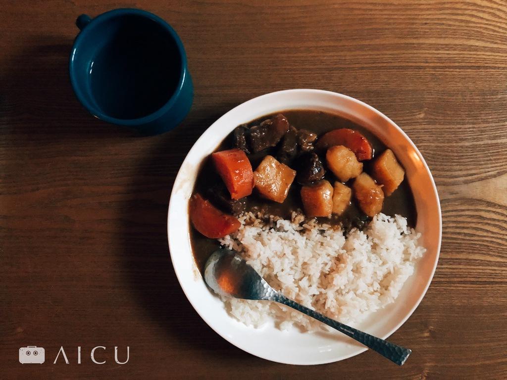 夏日的咖哩飯 - 夏天煮咖哩飯,是明智且必須的。