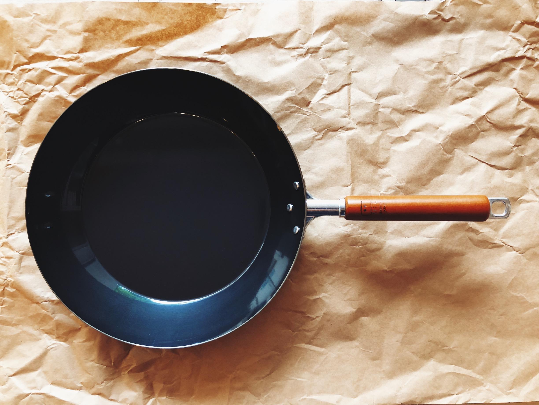 神器平底鍋 - 因為好拿 施力不重