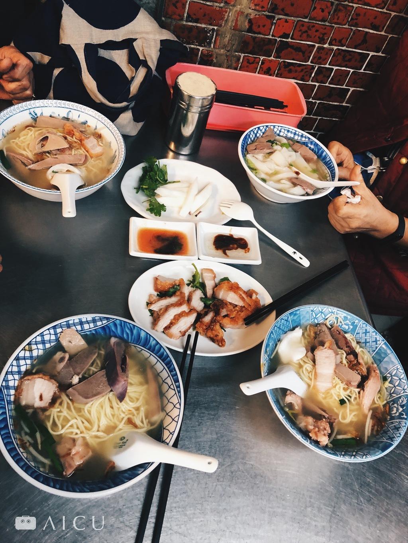 什錦麵是最划算的「本日特選」,有什麼好的,湯碗裡就都能吃到。