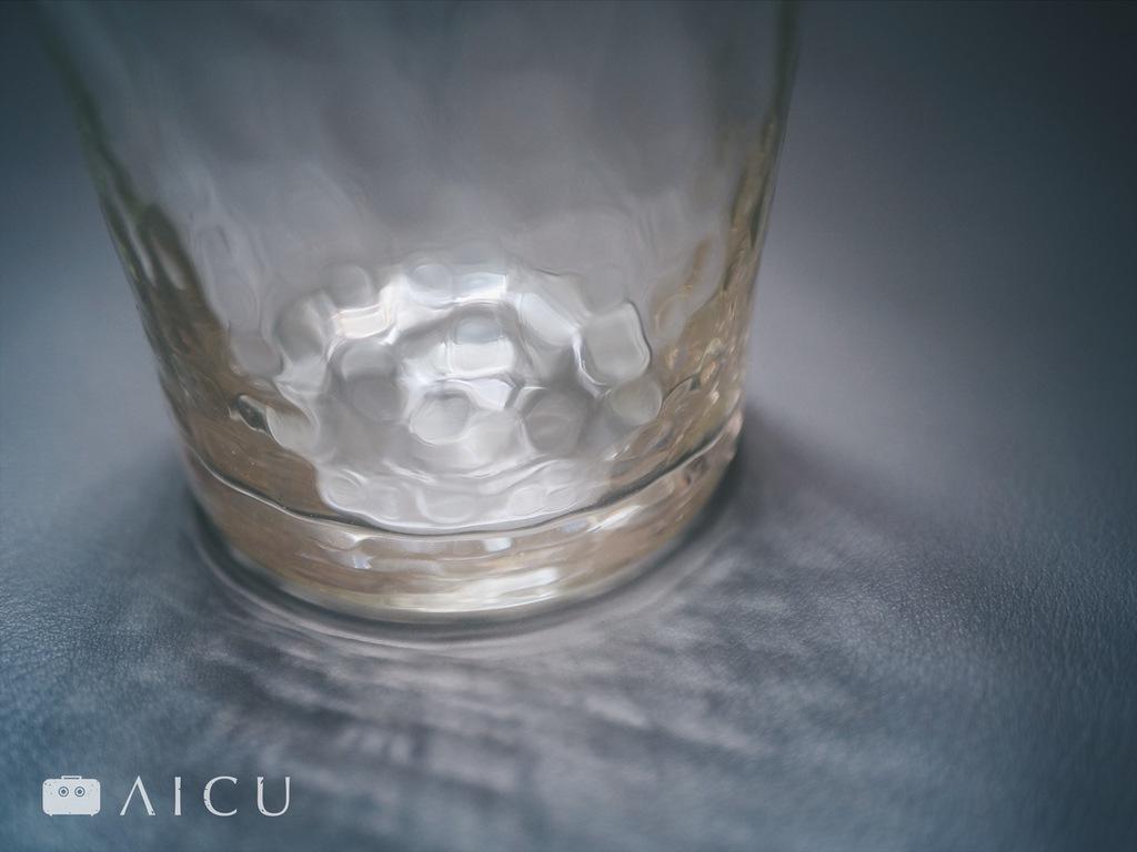 手工玻璃的光影折射本身就是種美景。