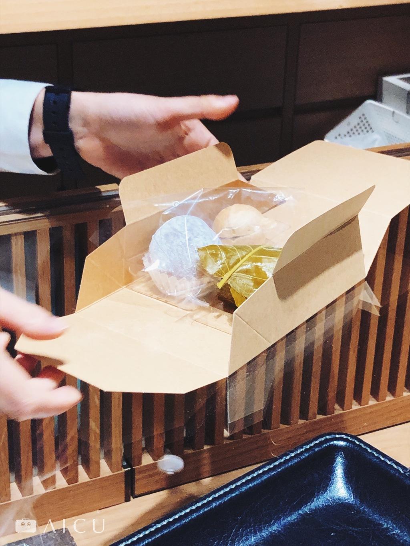 鈴懸的和菓子包裝內已分隔透明塑膠,可1對2、1對3,像是積木一樣極便利的包裝方式。