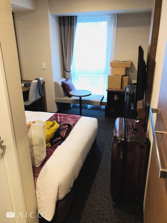 雙人房140公分床,若有代收包裹,記得先寫信告知飯店進行溝通。