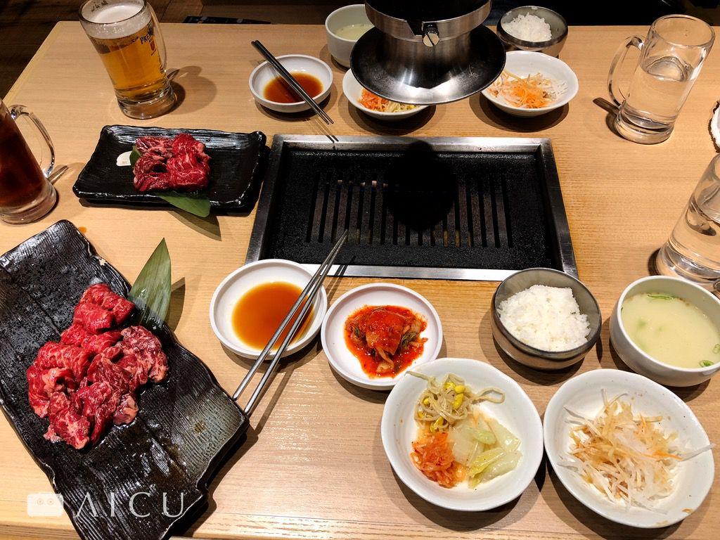 大阪燒肉特色在內臟和泡菜,餐桌上的食物延伸起來其實是日韓戰爭的歷史脈絡。