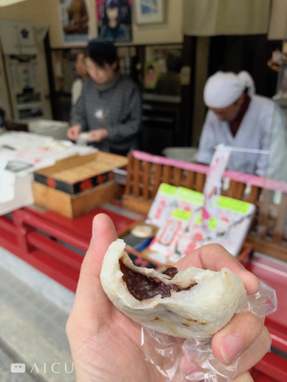太宰府梅枝餅 - 有嚼勁的薄米皮內包紅豆餡,表皮烤得香酥,是因以前參拜民眾遠來,而提供的歇腳甜點。