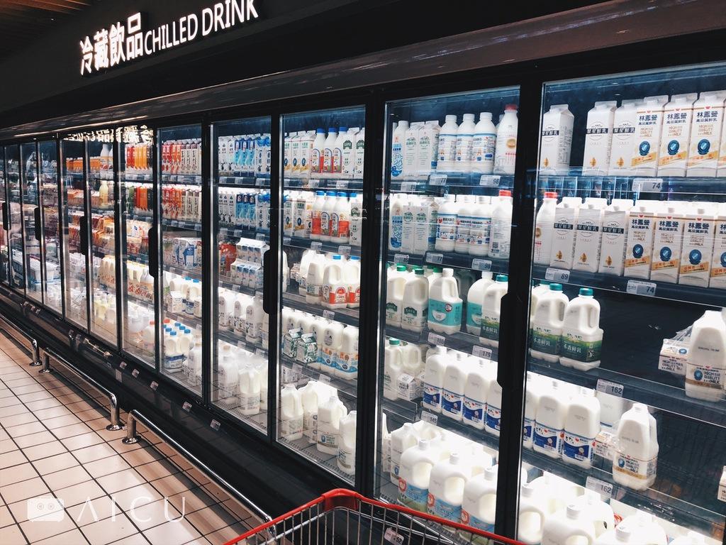 如內湖大潤發採取整個玻璃拉門封閉式櫥櫃,更好的控制鮮乳保存溫度。