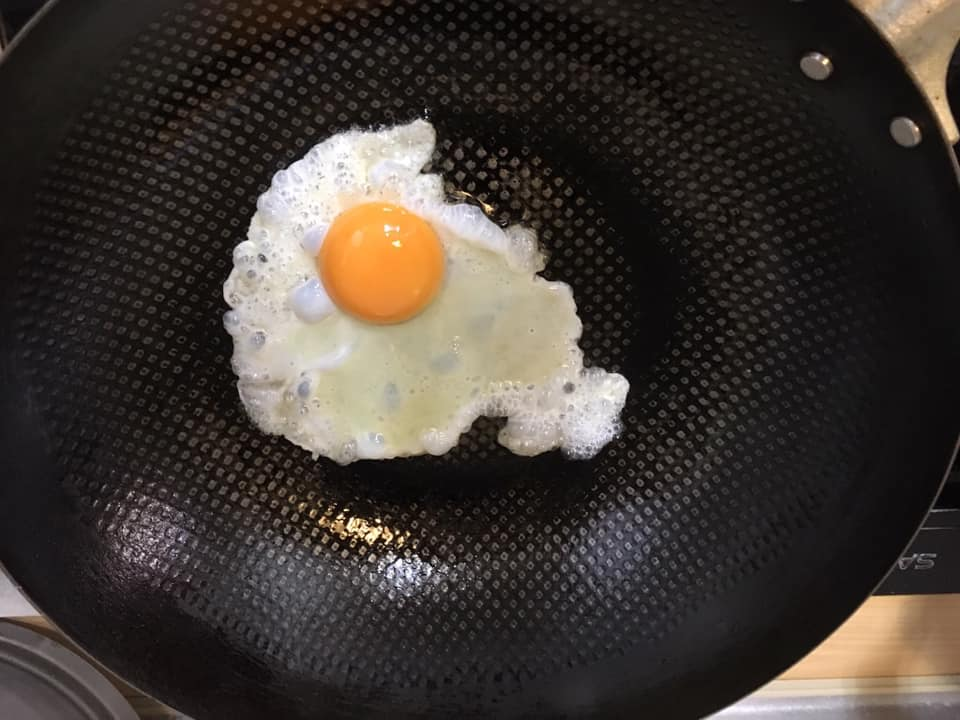 紅膠帶荷包蛋.jpg