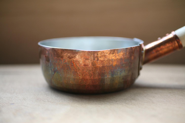 經使用開始轉色的銅玉子燒鍋