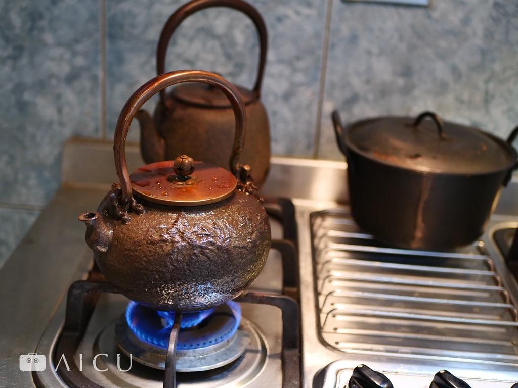 越使用鐵壺才會越潤澤,絕對不是買來擺著好看。