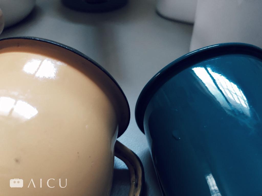 琺瑯從塗料、上色、均勻度以及像杯緣的彎曲處理,每一個環節都牽涉到成本。