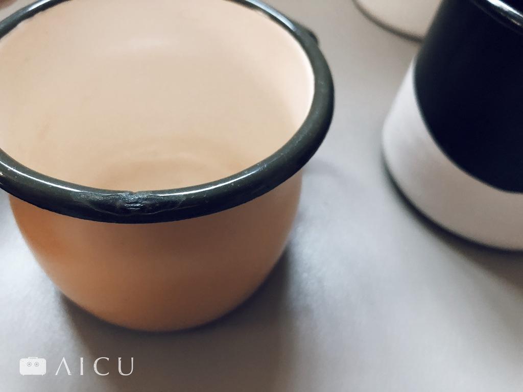 邊緣尤其容易不小心撞到,琺瑯杯好拿好用,不過記得小心輕放。