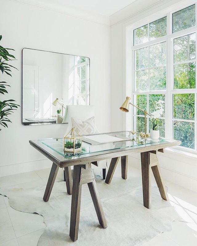 @avagrayinteriors made the Thomas O'brien Sutter Table from @centuryfurniture the centerpiece of this sunny home office!