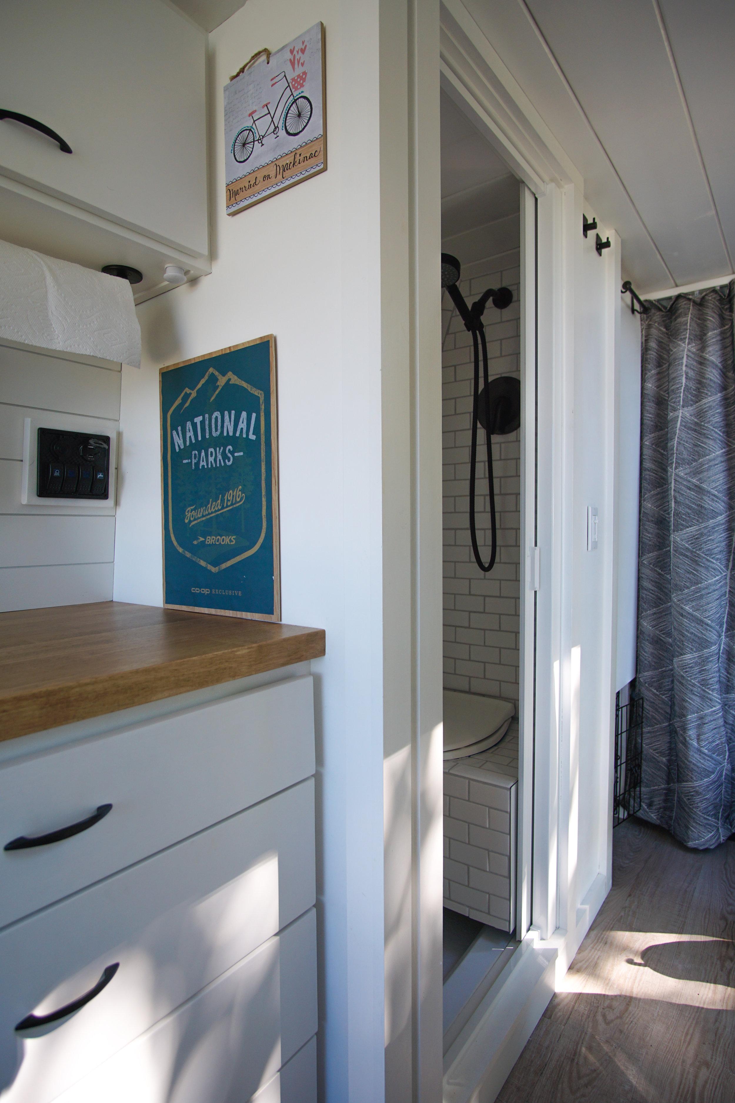 shower-closet 1.jpg