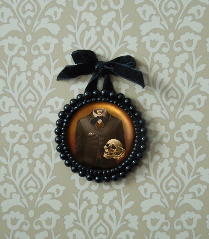 My Headless Skeleton Ornament should appeal to all you Victoriana and Gothic aficionados out there!