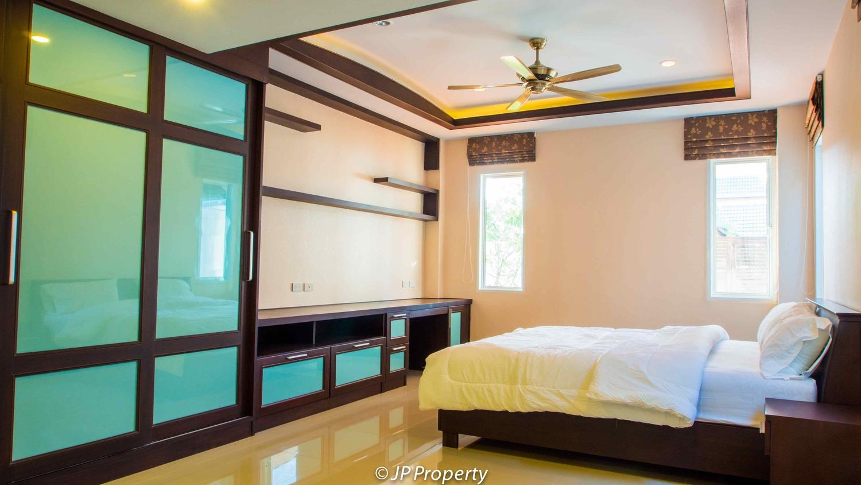 388-154-bedroom1-7150026.jpg