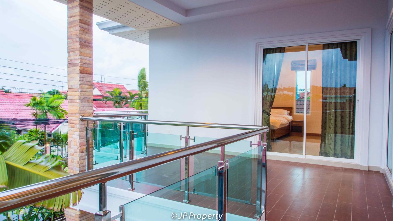 388-154-Balcony-7150117.jpg