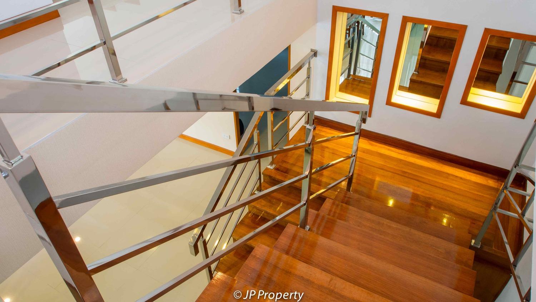 388-154-Stair-7150041.jpg