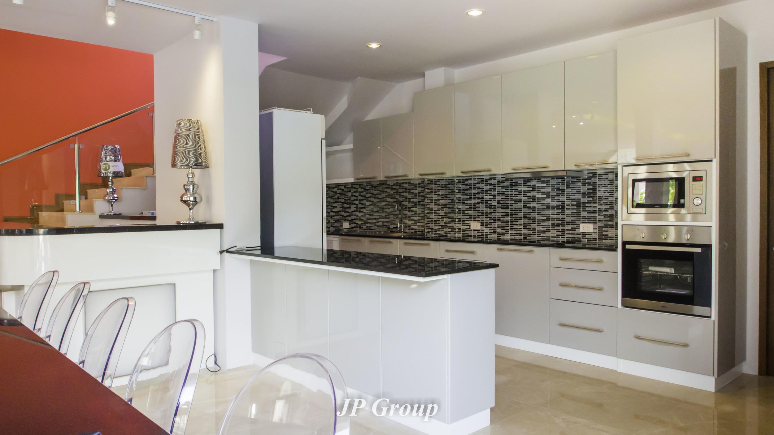Grey Hi-Gloss Kitchen