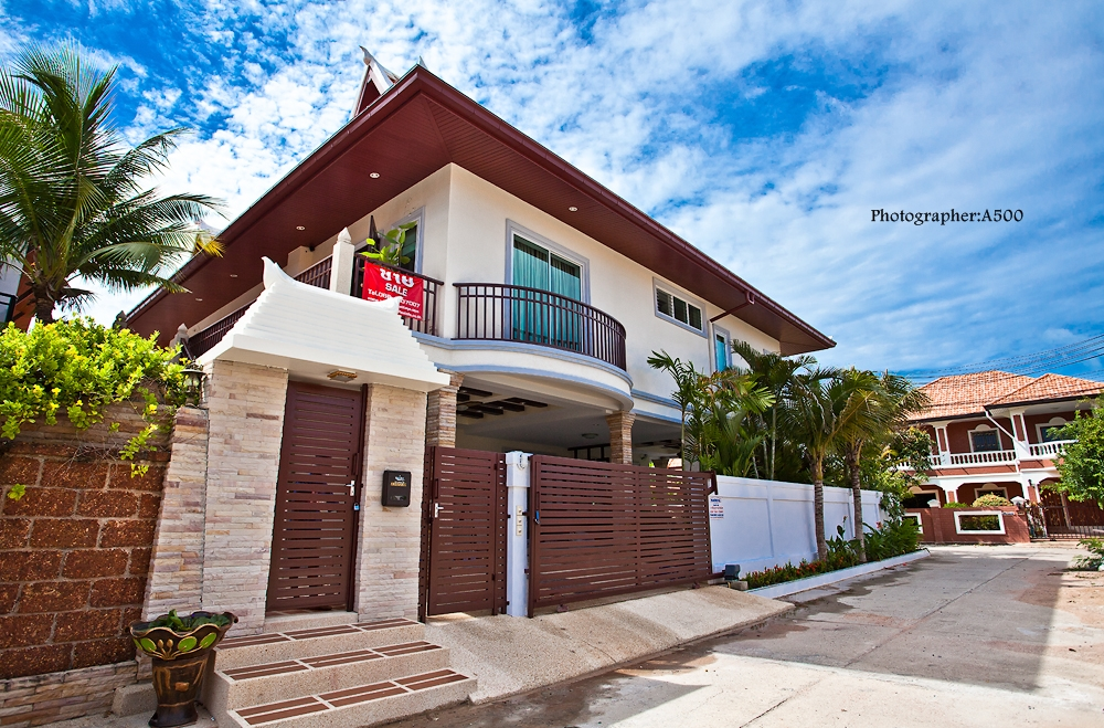 238/230 Pattaya Lagoon village - 17 Million Baht  2 Stories house with private swimming pool, 5 Bedrooms, 5 Bathrooms, 3 Living rooms, 3 Kitchen, 2 Gate