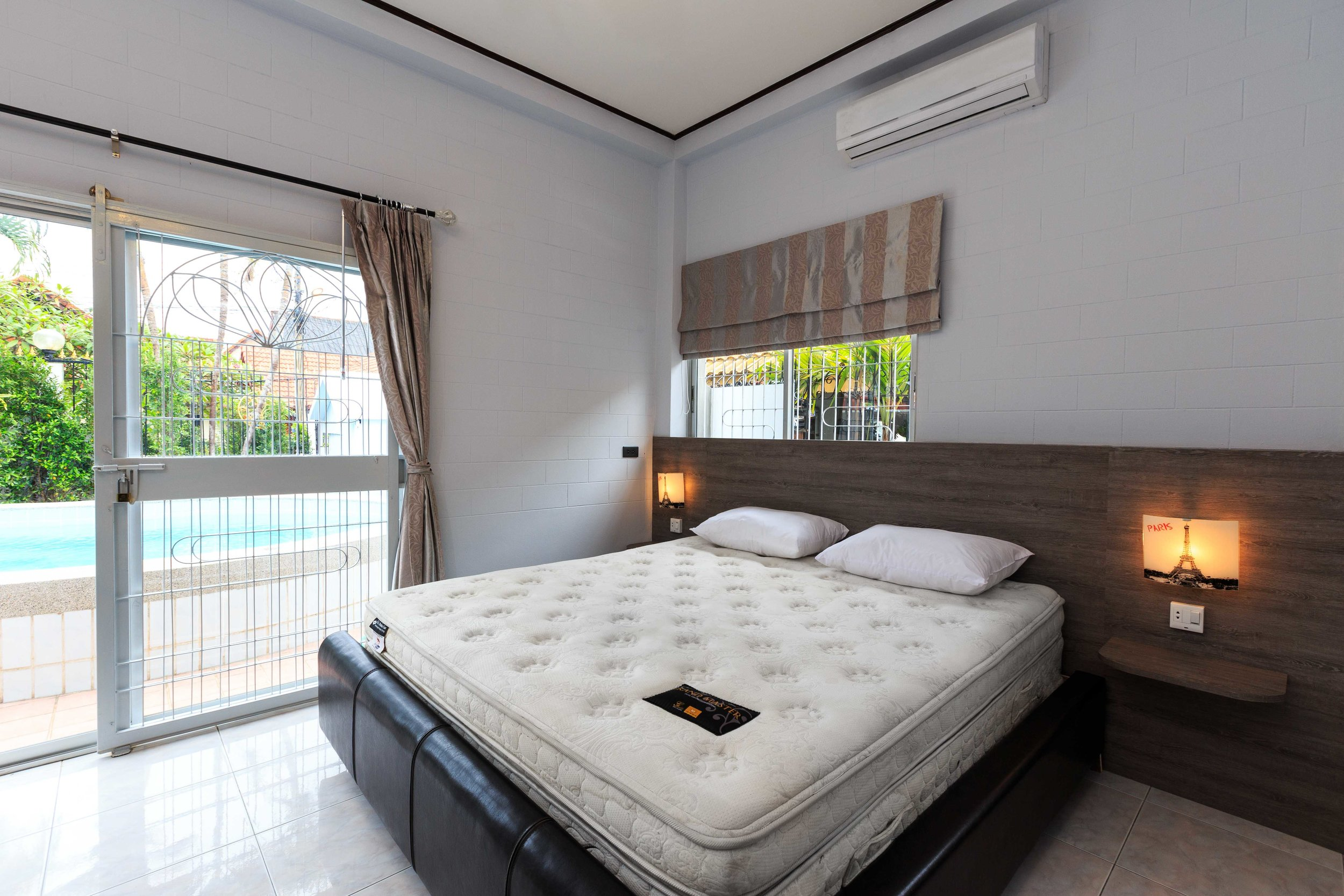 Room01-01.jpg
