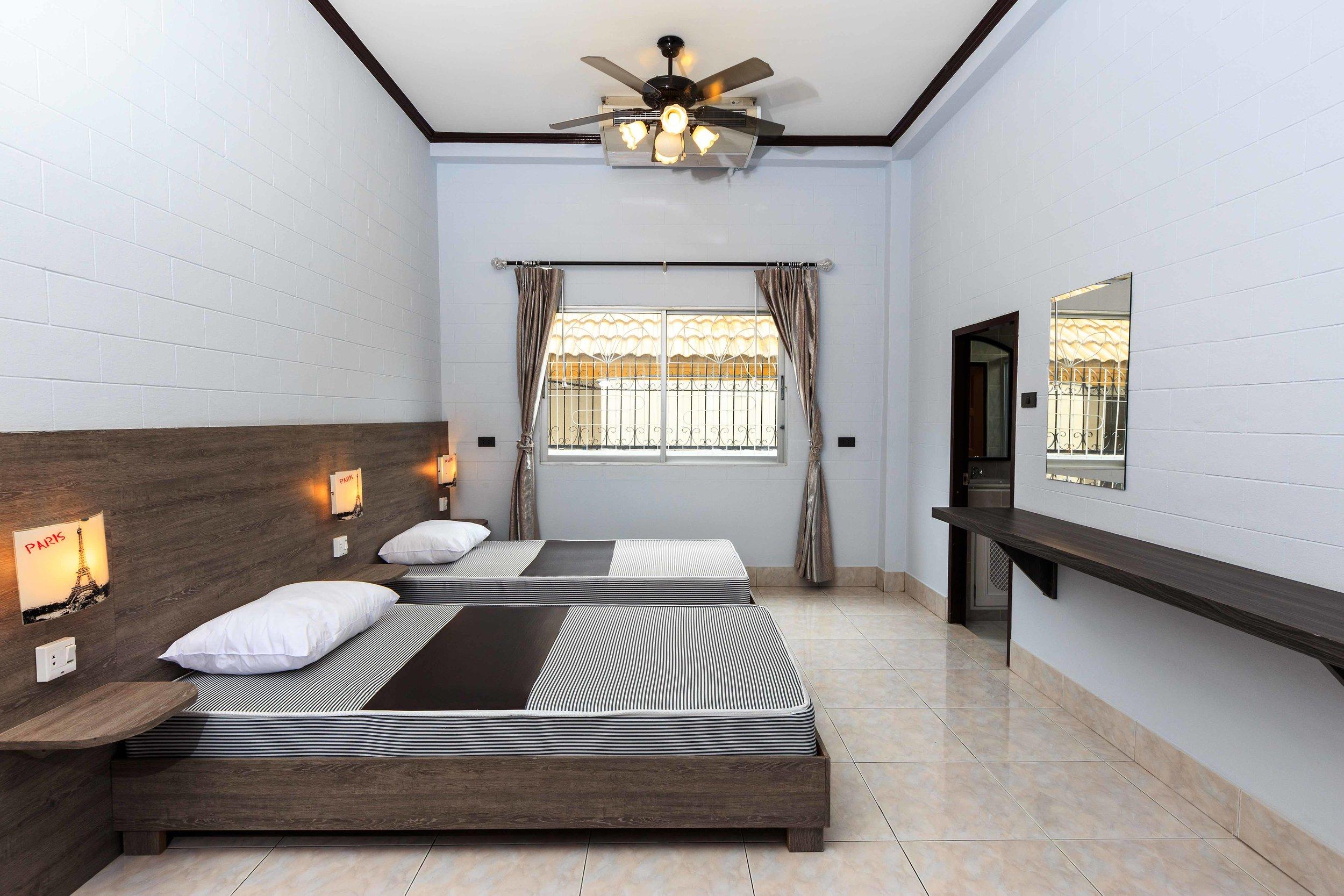 Room02-01.jpg