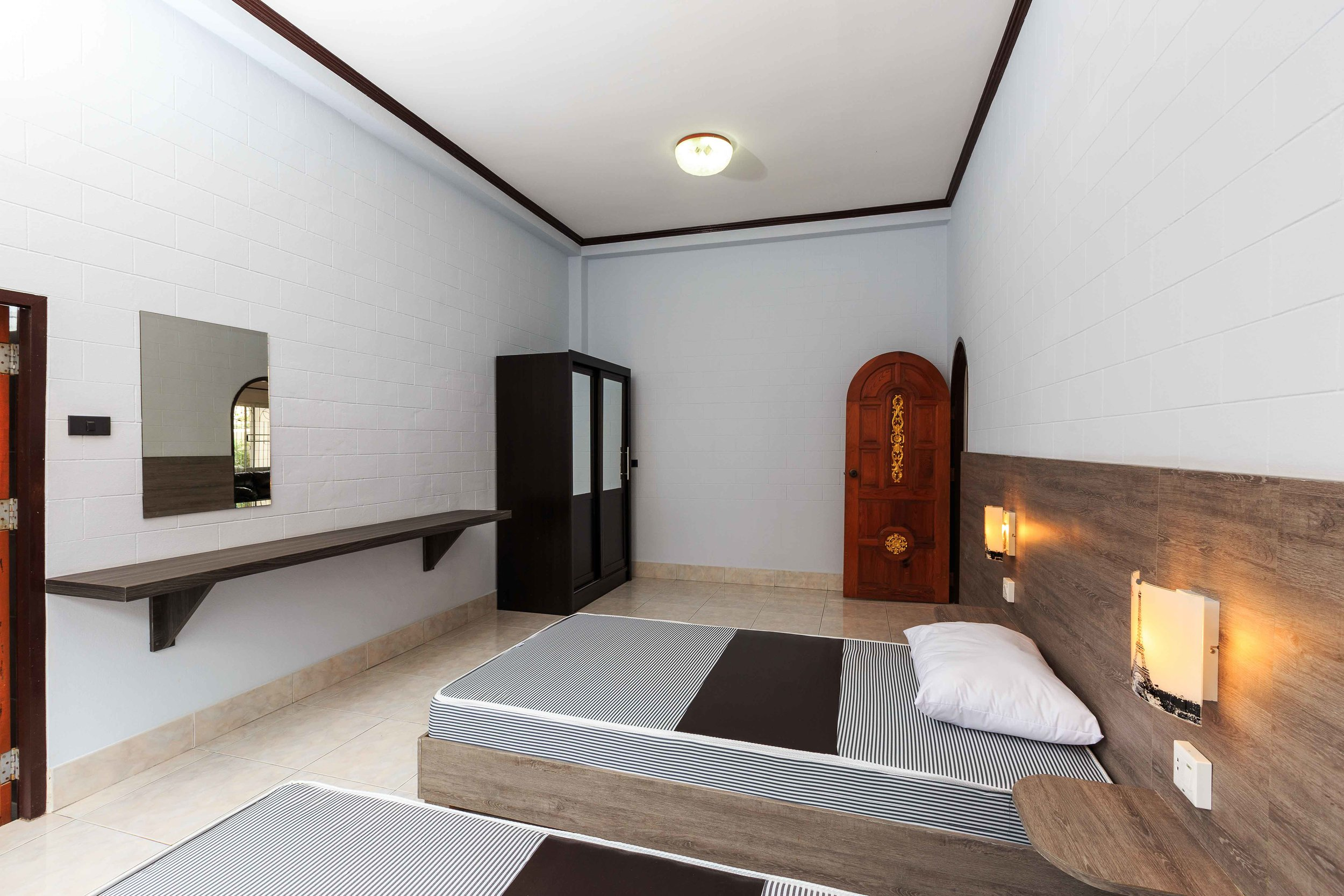 Room02-03.jpg