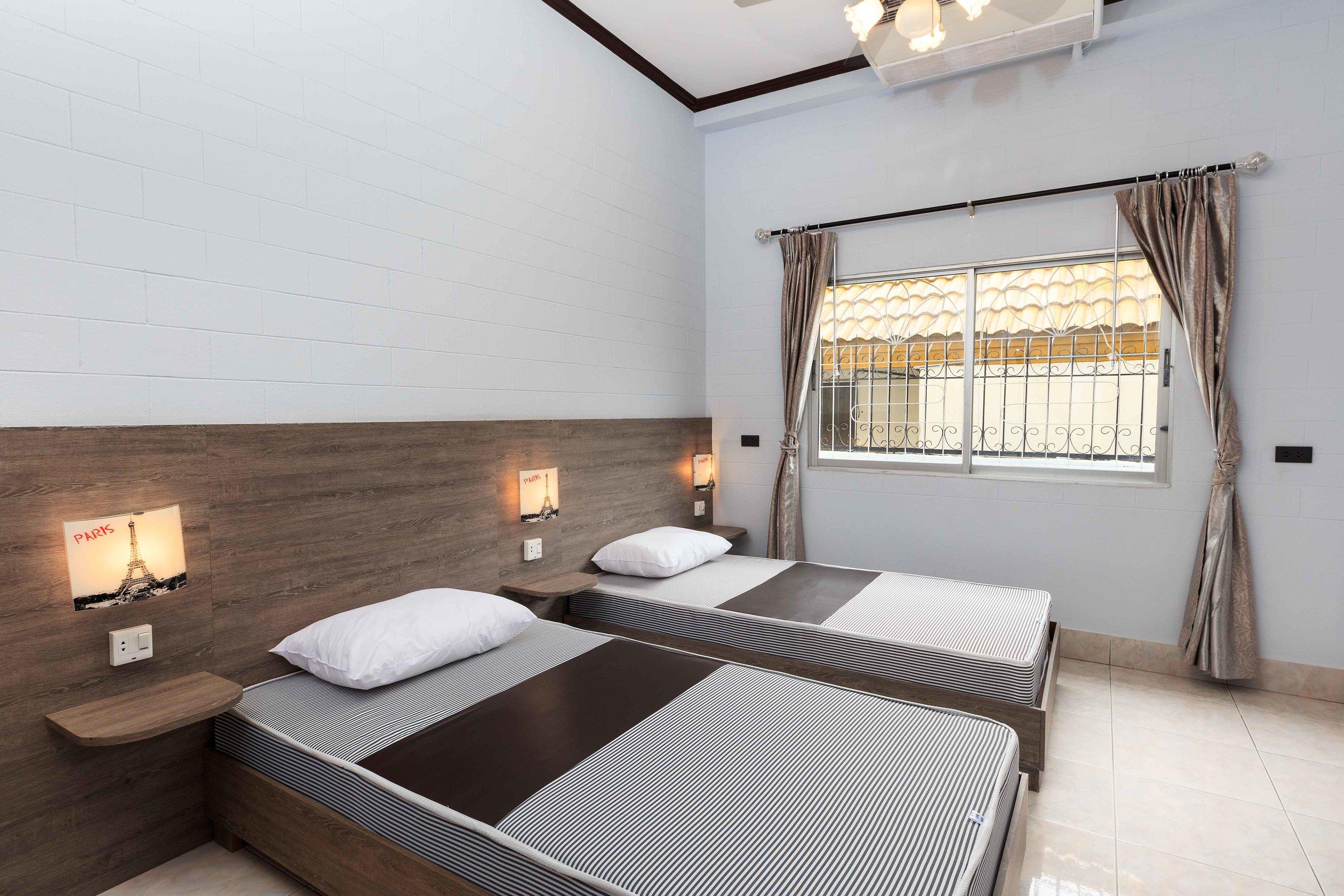 Room02-02.jpg