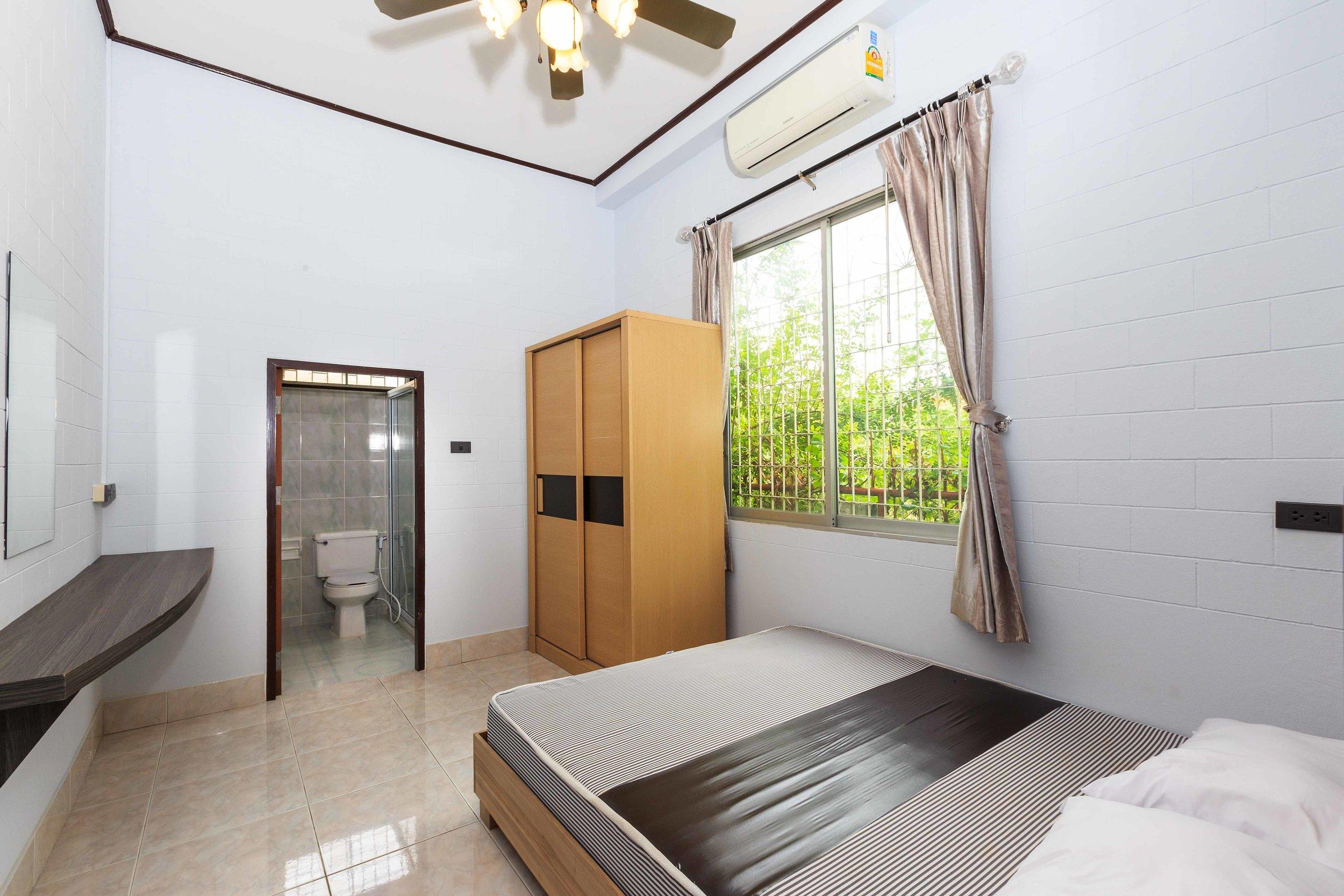 Room03-01.jpg