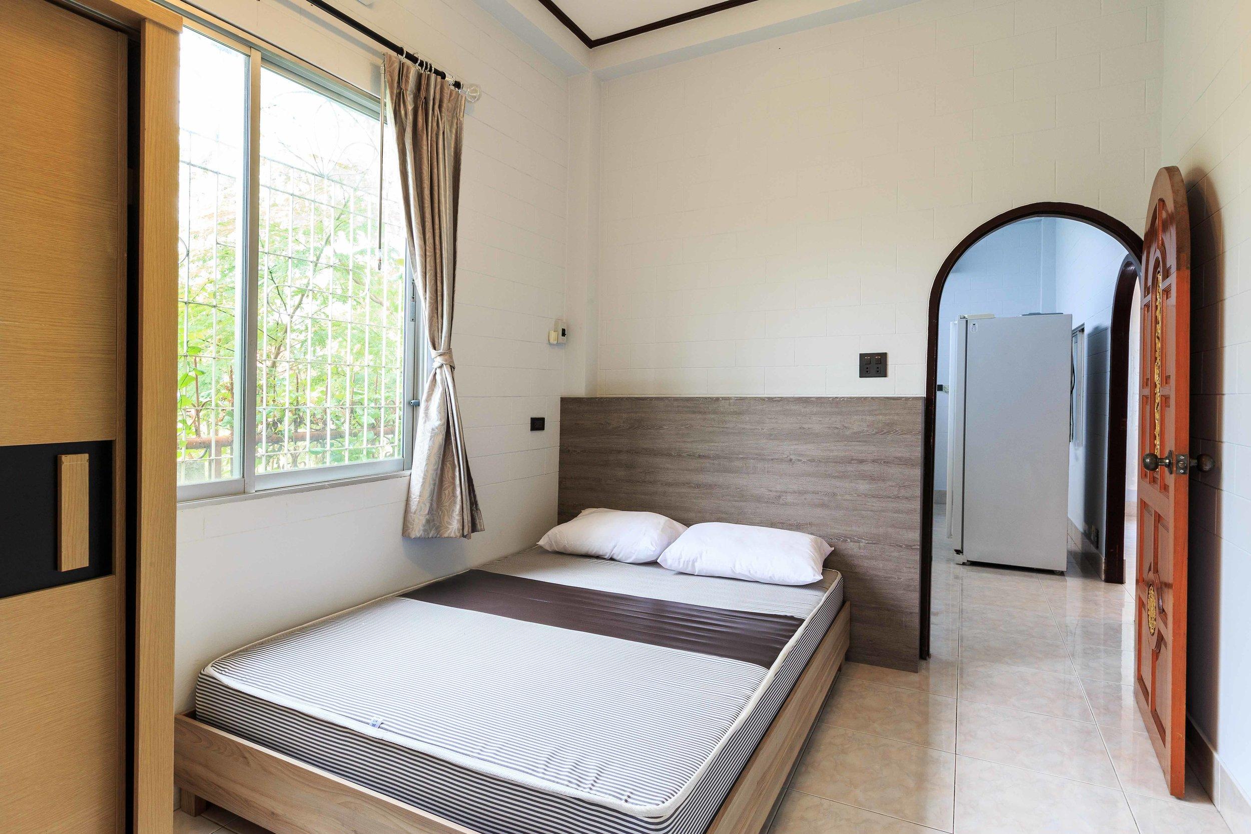 Room03-02.jpg