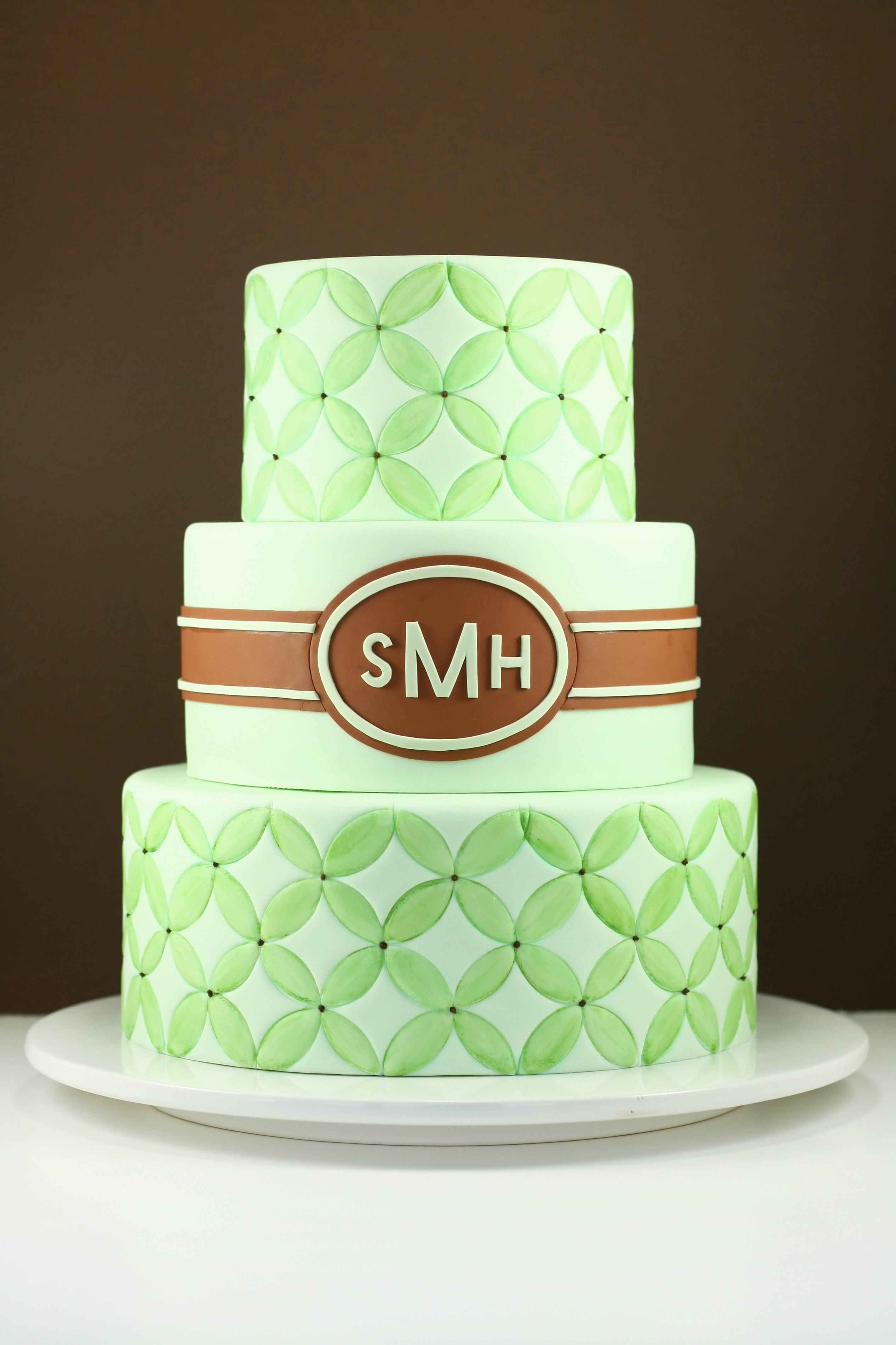 eatcakebemerry_modern_monogram_embossed_cake.jpg