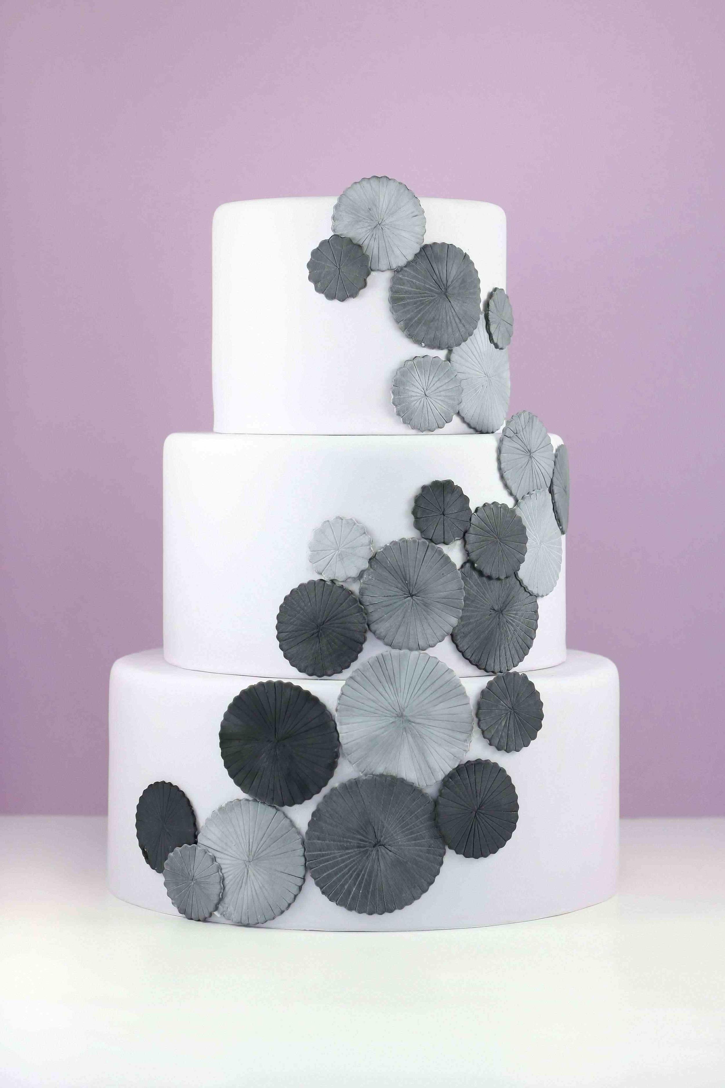 eatcakebemerry_Grey_pinwheels_cake.jpg