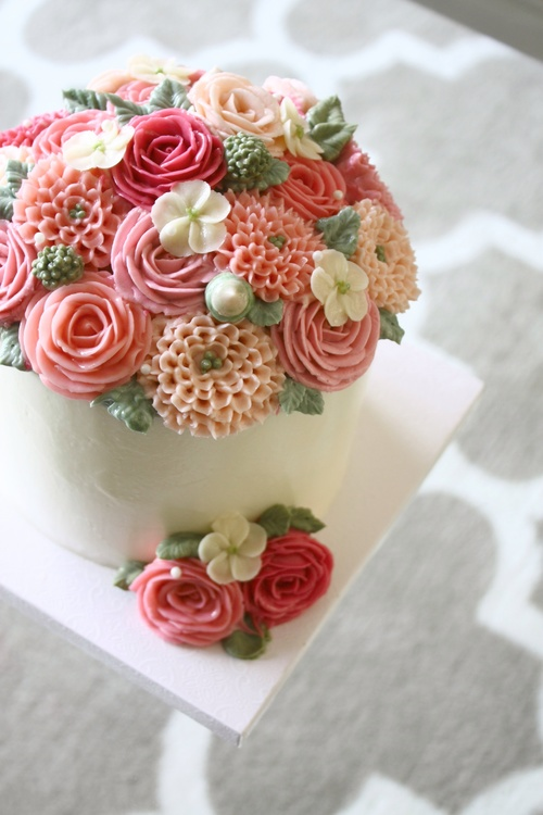 Buttercream rose chrysanthemum flower cake